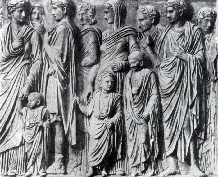266 6. Рельеф с Алтаря мира Августа. Мрамор. 13—9 гг. до н. э. Флоренция. Уффици.